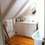 Bay room private bathroom