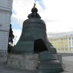 重量200トンあると言われている世界最大の鐘、鐘の皇帝。