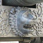 大砲台のライオン?