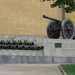 ディスプレイされている大砲。