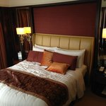 Bett in der Premier Selection Suite