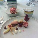Dessert und Friandises sind reine Kunst. Fast zu schade zum Verzehr.