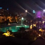 Espace piscine de nuit