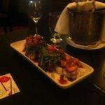 Plato de selección de sushi restaurante La Fontana Lobby Bar