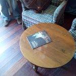 Esta mesa se la han debido de encontrar en un vertedero