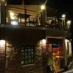 Tassos Grill, Moraitika: Upper rooftop terrace at night