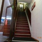 meno di metà delle scale da fare