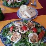 salade avec du pain maison