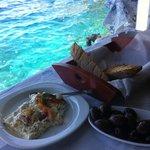 Feta e olive sul mare