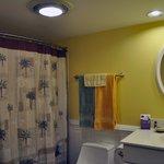 Reggae Room Bathroom (Room 3)