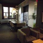 la lounge, il salottino ed il tavolo riunioni