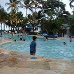 En la piscina del hotel Marazul, es chica