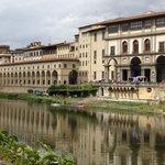 Walk along the Arno to Ponte Vecchio