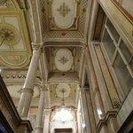 ホテル2階の廊下天井