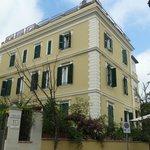 villa building of Palm Gallery Hotel