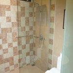Shower/toilet Super Deluxe Suite