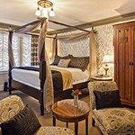 Guest Room (107832330)