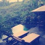 Piscine privée avec petite terrasse