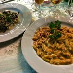 Tagliolini al nero di seppia con gamberi e zucchine ed gnocchetti scamorza aff e pesce spada.