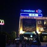ホテルの向かい(thumb plaza)
