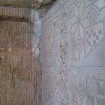 Mosaico romano lleno de excrementos de paloma