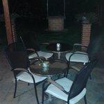 Resort : Piccolo giardino interno con veranda