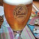 Un fresco bicchiere di Goudale per accompagnare un tagliere di salumi e formaggi