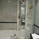 room 2 shower - no safety handles