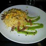 Spaghetti bottarga, crema zucchine, pancetta e fave di cacao