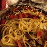 Pasta alle vongole con pomodorino datterino di Pachino