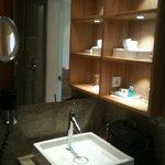 Salle de bain impeccable et très fonctionnelle