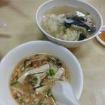 Spicy and sour soup and wanton
