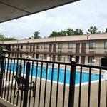 pool courtyard at days inn lancaster