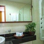 Hydro massage shower (Superior Room)