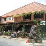 Kid Thueng Coffee & Bakery