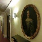 部屋の前の廊下の絵