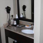Photo de La Quinta Inn & Suites Las Vegas Tropicana