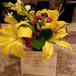 The flowers and sweet note given from our housekeeping lady for my mother's bday:)