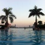 En la Piscina... Mirando al Nilo :D