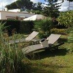 il curatissimo giardino della Villa Ceselle