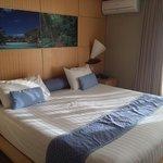 Le GRAND lit avec lampe de chevet pirogue