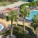 Zona de piscinas exteriores - Outdoor poool area