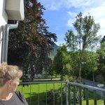 Balkon van kamer 204(voorzijde hotel)