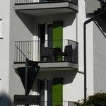 Het balkon van kamer 204