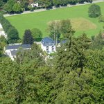 Het hotel gefotografeerd vanuit kasteel Neuschwanstein