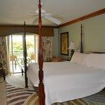Comfortable room, huge bed!