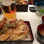 生ビール、枝豆、天重、お味噌汁。