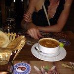 Отличный мисо суп, уха с морепродуктами. Стоит 40 фунтов (200 рублей). Рекомендую