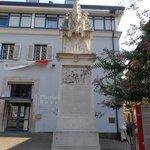 monumento nei pressi del Duomo