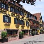 L'Hôtel Arnold fleuri en été